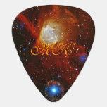 Chuchería celestial del monograma - imagen del púa de guitarra