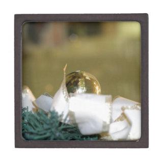 Chuchería de oro del navidad con la cinta blanca cajas de joyas de calidad