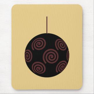 Chuchería negra y roja del navidad en color oro tapetes de raton