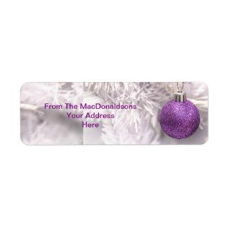 Chuchería púrpura del árbol de navidad etiquetas de remite