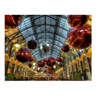 Chucherías del navidad en los mercados del jardín tarjeta postal