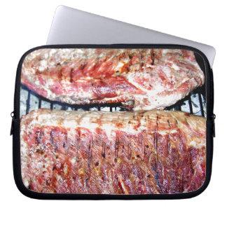 Chuletas de cerdo del cerdo en la parrilla mangas portátiles