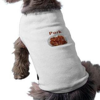 Chuletas de cerdo en el plato blanco, CERDO del te Playera Sin Mangas Para Perro