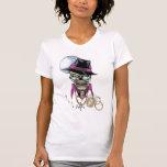 Chulo del cráneo con el gorra, los vidrios, la camiseta