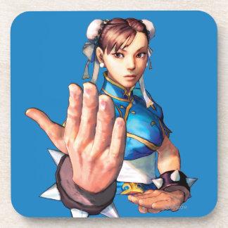 Chun-Li con la mano para arriba Posavasos De Bebidas