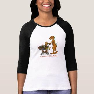 Chupacabra en la camisa de las señoras del mercado