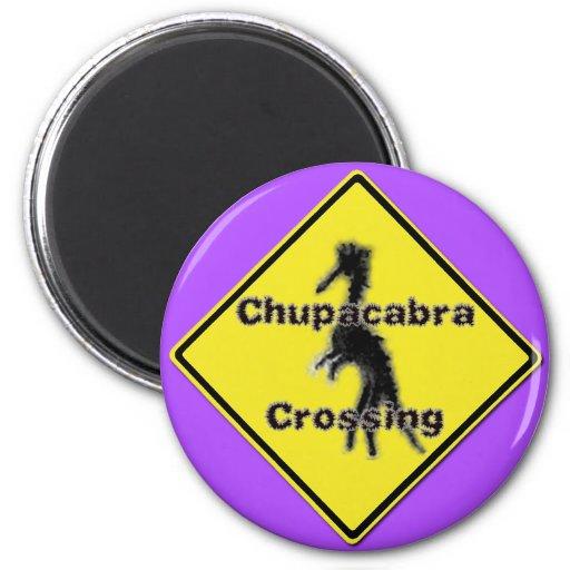 Chupacabra que cruza el imán púrpura