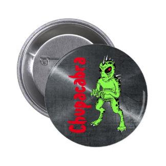 Chupracabra verde con rojo observa el botón Crypto Pin Redondo De 2 Pulgadas