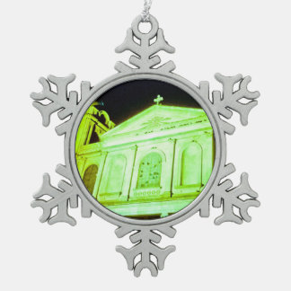 Church of Holy Week. Adorno De Peltre En Forma De Copo De Nieve