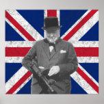 Churchill que presenta con un arma de Tommy Póster