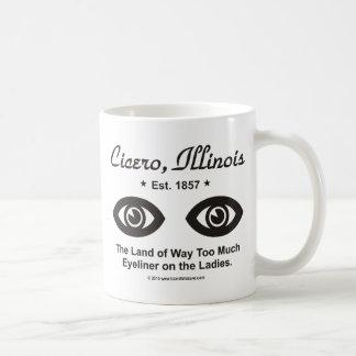 Cicero, Illinois - la tierra de demasiado Eyeliner Taza Básica Blanca