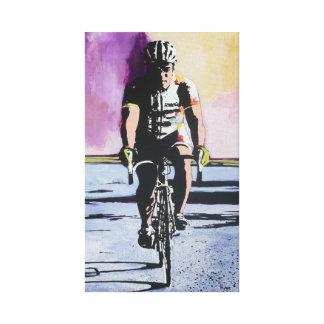 Ciclista a solas lona estirada galerías