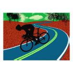 Ciclista en una carretera curvada anuncio