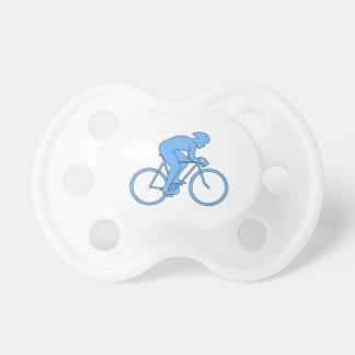 Ciclista en una raza. Azul Chupetes De Bebe