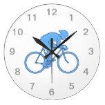 Ciclista en una raza. Azul Reloj De Pared