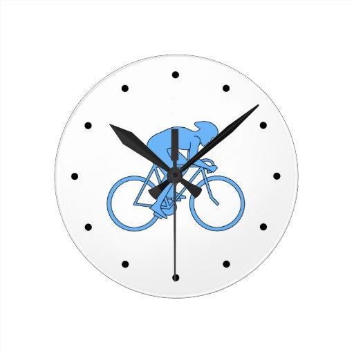 Ciclista en una raza. Azul Relojes De Pared