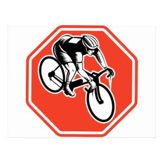 Ciclista que compite con el octágono interior fija tarjetas postales