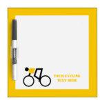 Ciclista que monta su personalizado de la biciclet tableros blancos