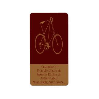 Ciclista rojo de la bici del moreno de la biciclet etiquetas de dirección