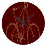 Ciclista rojo de la bici del moreno de la biciclet reloj