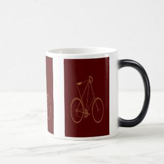 Ciclista rojo de la bici del moreno de la biciclet taza