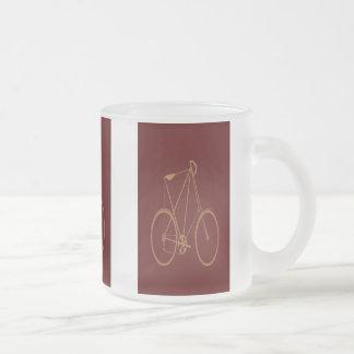 Ciclista rojo de la bici del moreno de la biciclet taza de café