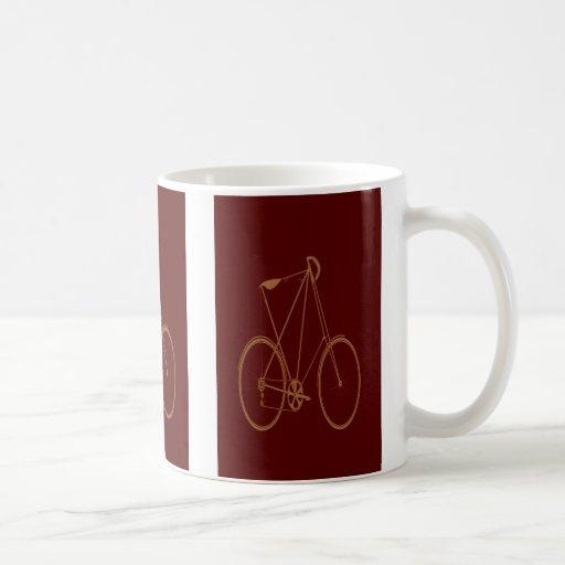 Ciclista rojo de la bici del moreno de la taza clásica