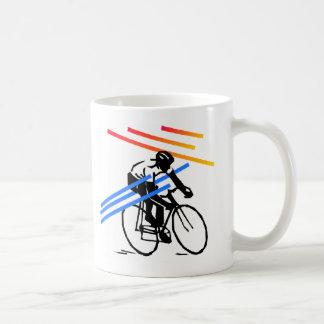 Ciclo colorido de la bici tazas