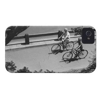 Ciclo del hombre y del muchacho Case-Mate iPhone 4 cárcasa