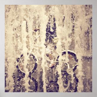 Ciclo en la lluvia póster