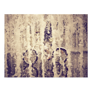 Ciclo en la lluvia tarjetas postales