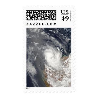 Ciclón Dominic de la orilla de Austra occidental Franqueo