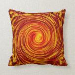 Ciclón rojo y amarillo del diseño abstracto cojines