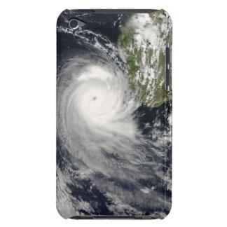 Ciclón tropical Favio de Madagascar iPod Case-Mate Cárcasas
