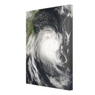 Ciclón tropical Favio que se acerca a Mozambique Impresión En Lona Estirada