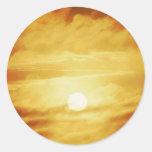 Cielo amarillo nebuloso pegatina redonda