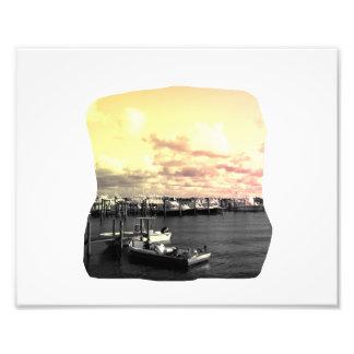 Cielo amarillo y rosado de la foto del puerto depo