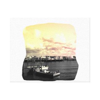 Cielo amarillo y rosado de la foto del puerto depo lona envuelta para galerías