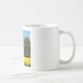 Cielo árboles y flores 18.02.04 coffee mug