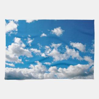 Cielo azul brillante toallas de mano