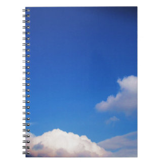 Cielo azul claro y nubes blancas note book