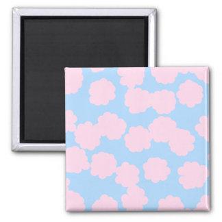 Cielo azul con el modelo rosado de las nubes imán cuadrado