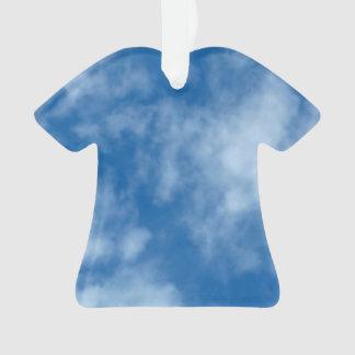 Cielo azul con las nubes