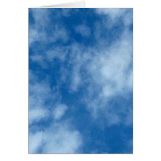 Cielo azul con las nubes tarjeta pequeña