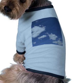 cielo azul con nubes blancas pet clothes
