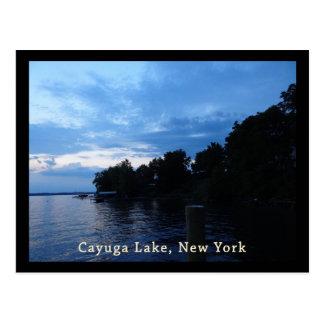 Cielo azul de la puesta del sol del lago Cayuga Postales