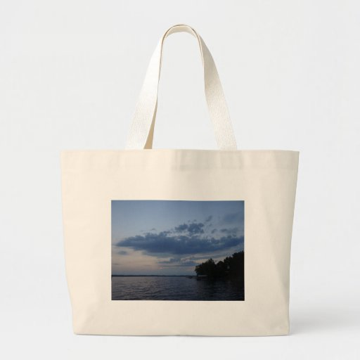 Cielo azul de la puesta del sol sobre el lago NY C Bolsas Lienzo