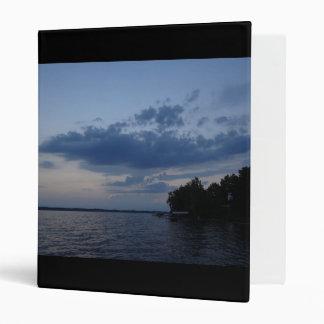 """Cielo azul de la puesta del sol sobre el lago NY Carpeta 1"""""""
