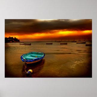 cielo azul del naranja del barco póster