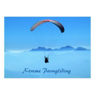Cielo azul del Paragliding de Parascending - Tarjetas De Visita Grandes